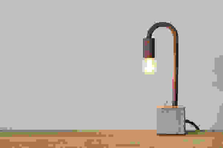 gaitou-lamp tō: Tetsu Mokuが手掛けたミニマリストです。,ミニマル 鉄/鋼