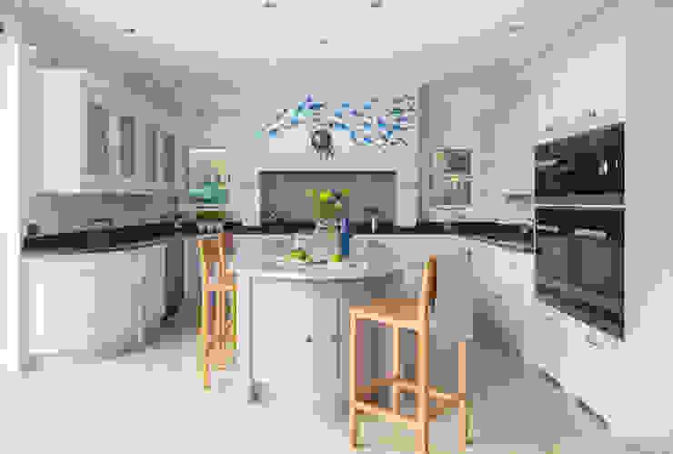 Esher Kitchen: classic  by Lewis Alderson, Classic