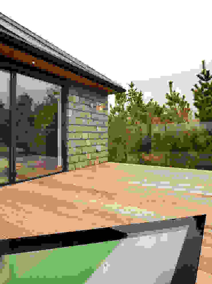 Down Barton, Devon Balcones y terrazas modernos de Trewin Design Architects Moderno