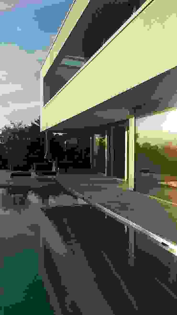 Hồ bơi phong cách hiện đại bởi Diemer Architekten Part. mbB Hiện đại Đá vôi