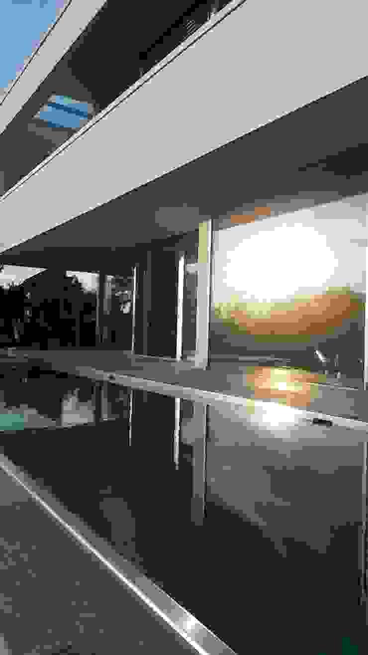 Hồ bơi phong cách hiện đại bởi Diemer Architekten Part. mbB Hiện đại Sắt / thép