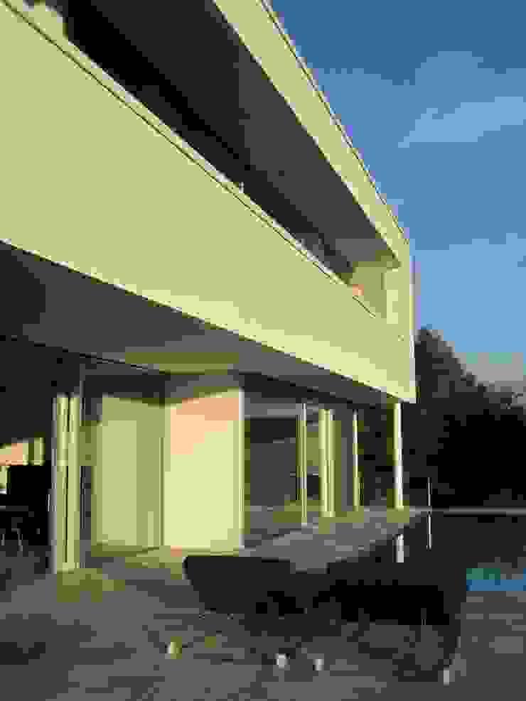 Hiên, sân thượng phong cách hiện đại bởi Diemer Architekten Part. mbB Hiện đại Kim loại