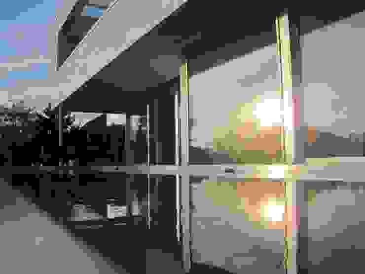 Hồ bơi phong cách hiện đại bởi Diemer Architekten Part. mbB Hiện đại Kim loại