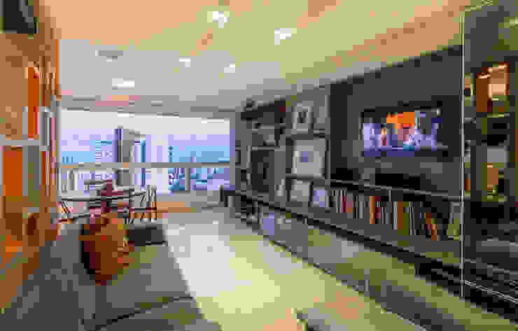 Residência T|R—VZ Arquitetas Lyssandro Silveira Modern media room Wood effect