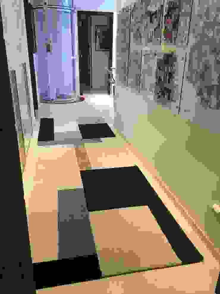 Galeria / Corredor Corredores, halls e escadas modernos por Laura Picoli Moderno Vidro