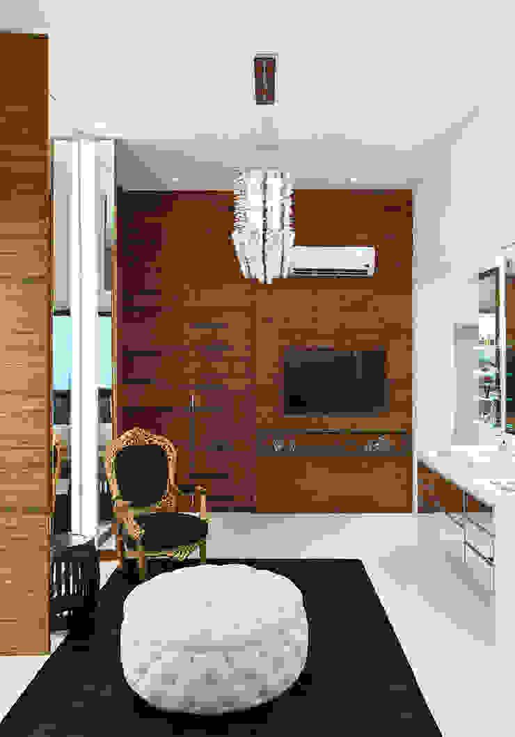 Sala de Banho AQVA Closets por daniela andrade arquitetura Moderno