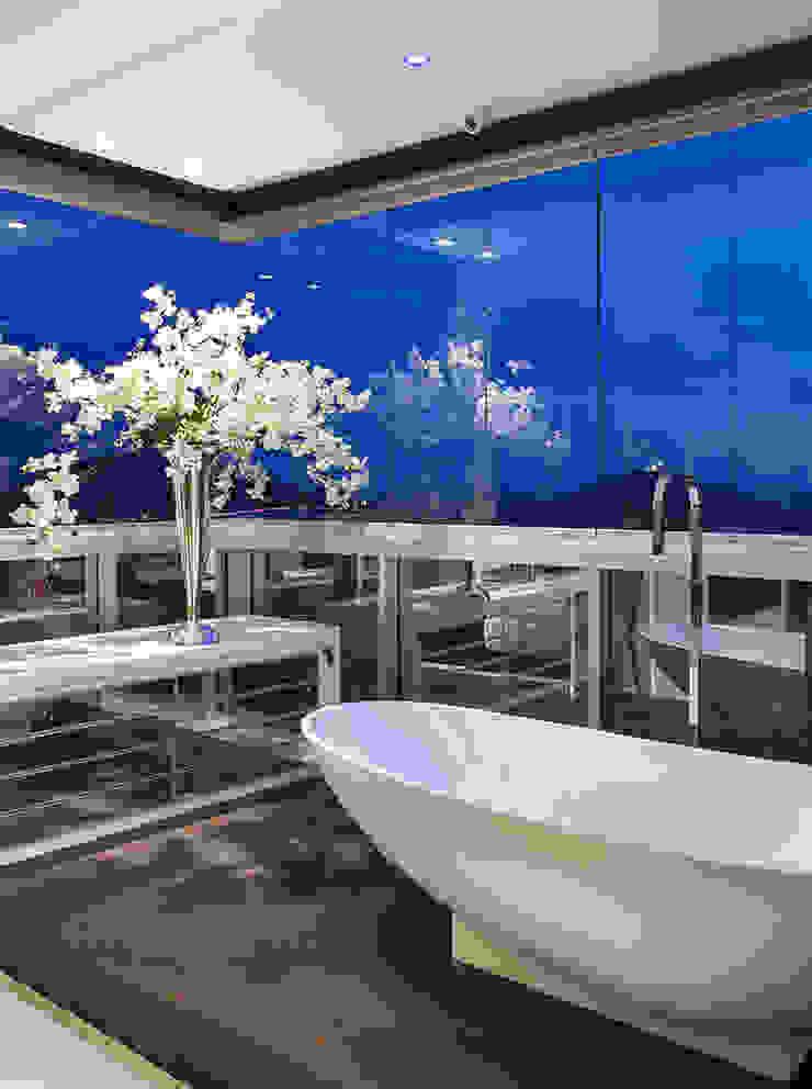 Banheira de imersão AQVA Closets por daniela andrade arquitetura Moderno
