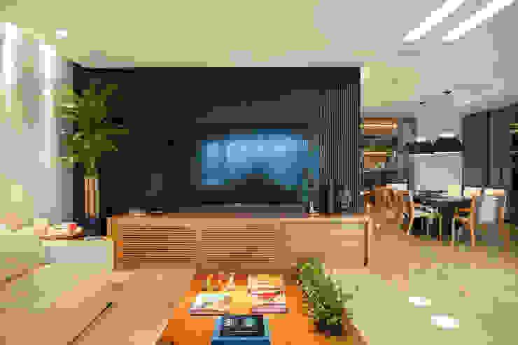 Modern media room by Isabela Lavenère Arquitetura Modern