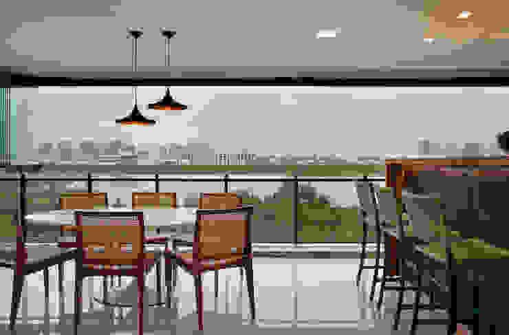 Isabela Lavenère Arquitetura Moderner Balkon, Veranda & Terrasse