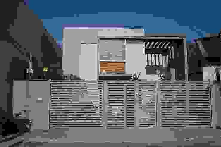 Casas estilo moderno: ideas, arquitectura e imágenes de FAGM Arquitetos Moderno