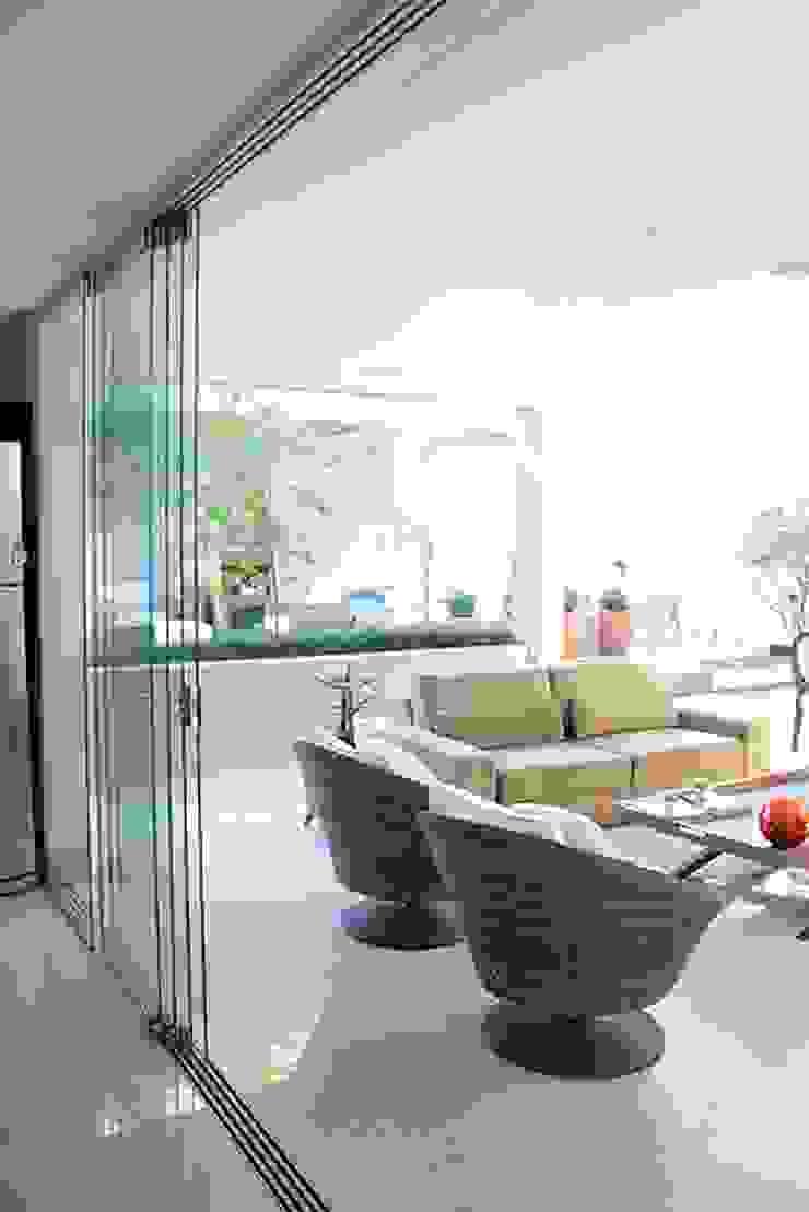 Balcones y terrazas de estilo moderno de FAGM Arquitetos Moderno