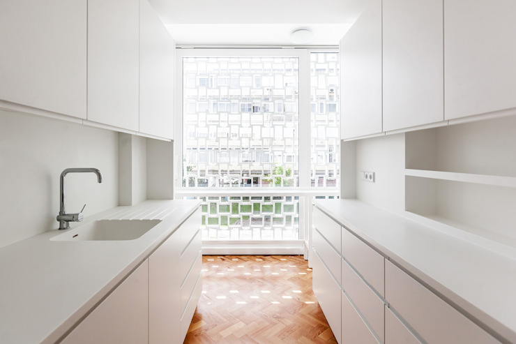 Kitchen by atelier Rua - Arquitectos,