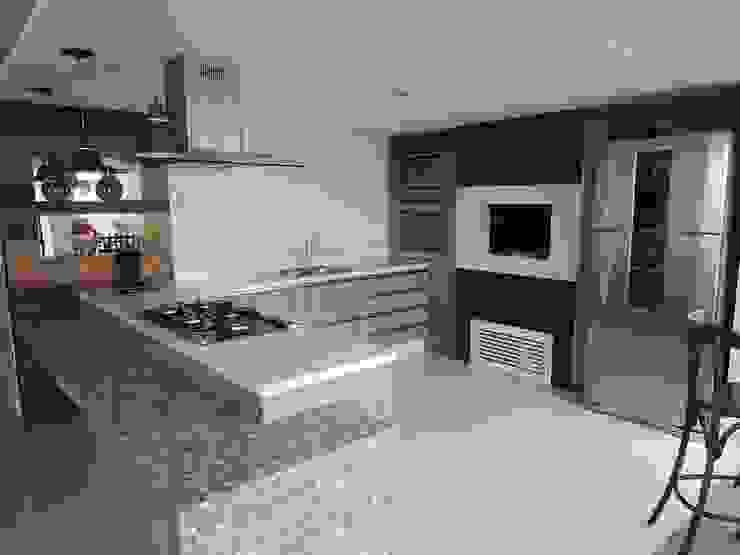 Bancada do salão de festas Cozinhas modernas por Tatiana Junkes Arquitetura e Luminotécnica Moderno