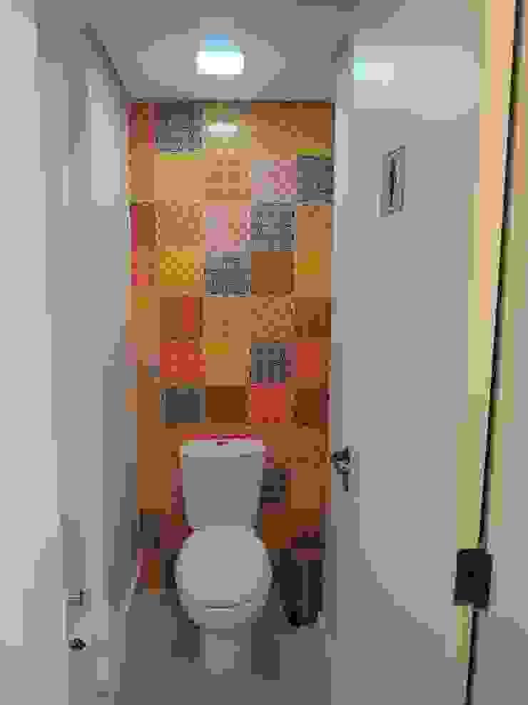 Salão de festas - banheiro feminino Banheiros modernos por Tatiana Junkes Arquitetura e Luminotécnica Moderno