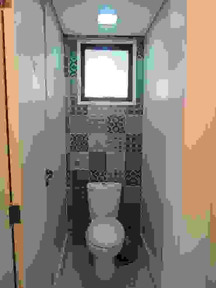 Salão de festas - banheiro masculino Banheiros modernos por Tatiana Junkes Arquitetura e Luminotécnica Moderno