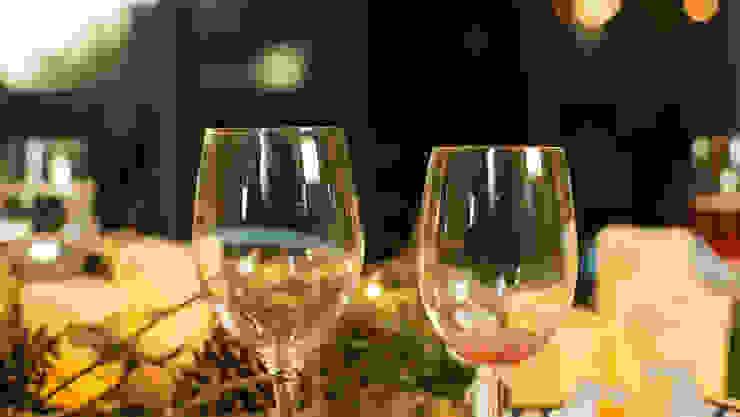 Las copas no pueden faltar en una mesa navideña. de MARIANGEL COGHLAN