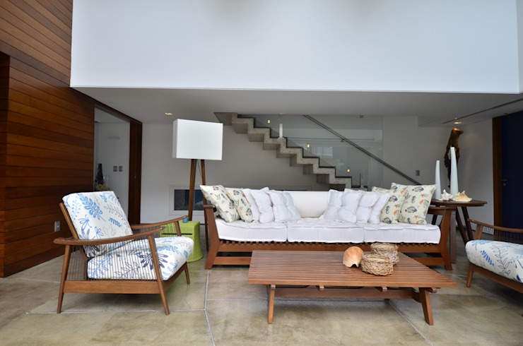 Living room by HECHER YLLANA ARQUITETOS, Modern