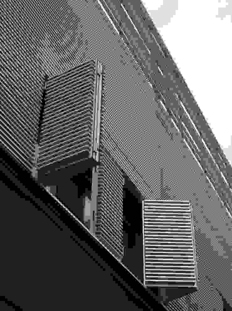 โดย asieracuriola arquitectos en San Sebastian โมเดิร์น อลูมิเนียมและสังกะสี