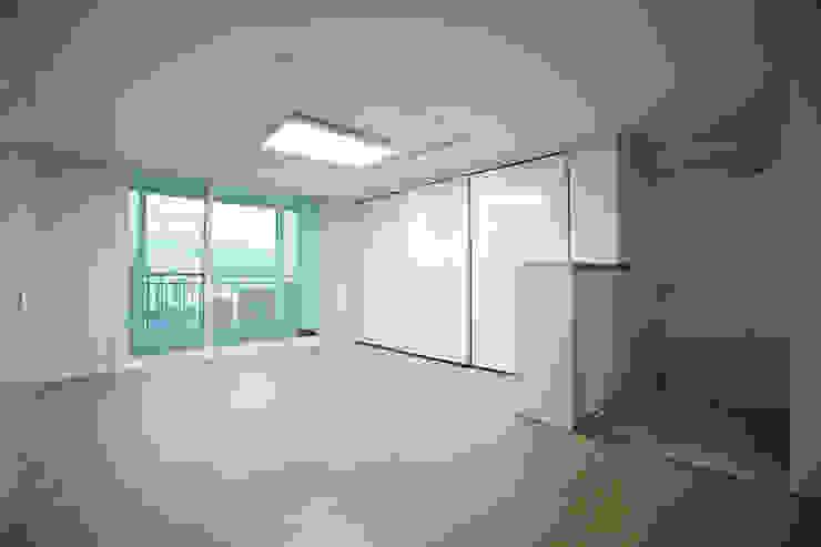 사당동 현대아파트 리모델링 : DESIGNSTUDIO LIM_디자인스튜디오 림의  거실