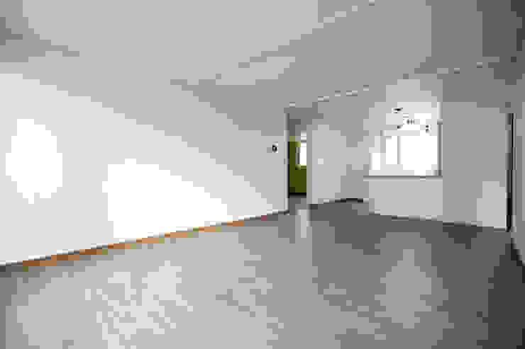 죽전 한양수자인 앞파트 리모델링 : DESIGNSTUDIO LIM_디자인스튜디오 림의  거실