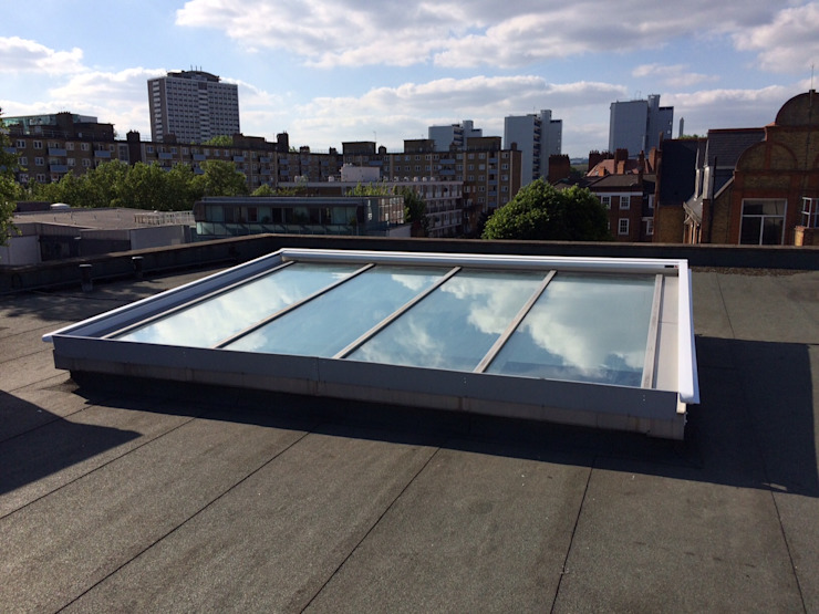 External Roof Blind Installation in Clerkenwell, London homify Finestre & PortePersiane & Oscuranti