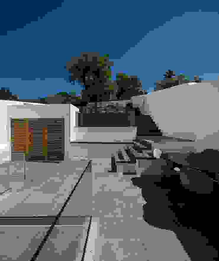CASA 103 Varandas, marquises e terraços modernos por MARLENE ULDSCHMIDT Moderno