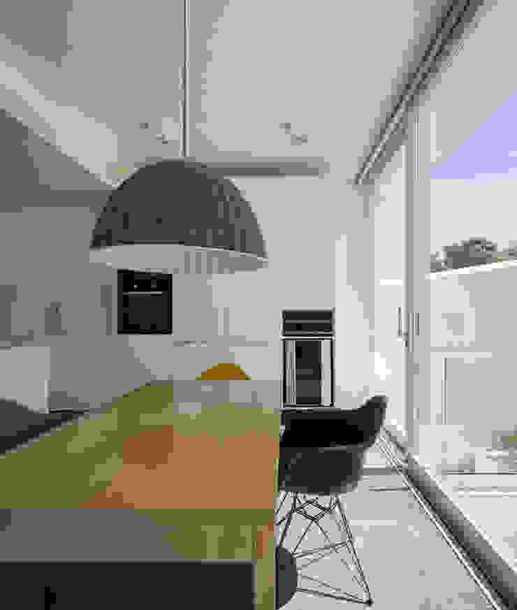 CASA 103 Salas de jantar modernas por MARLENE ULDSCHMIDT Moderno