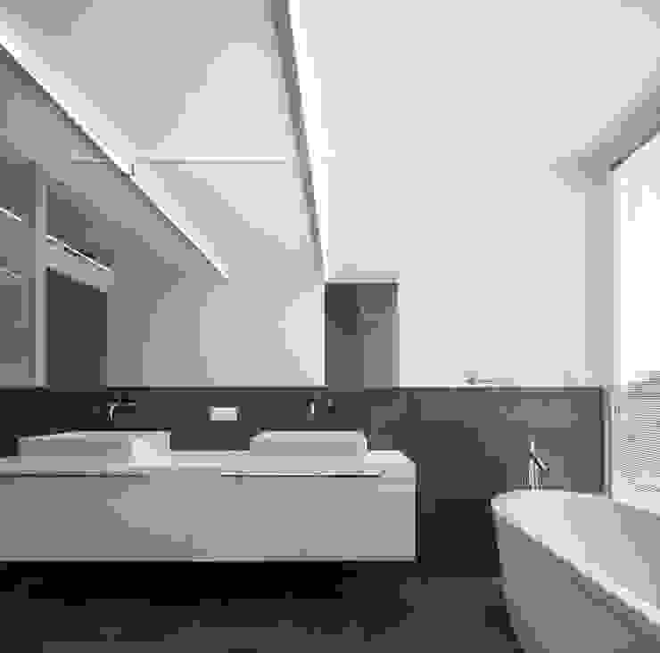 CASA 103 Casas de banho modernas por MARLENE ULDSCHMIDT Moderno