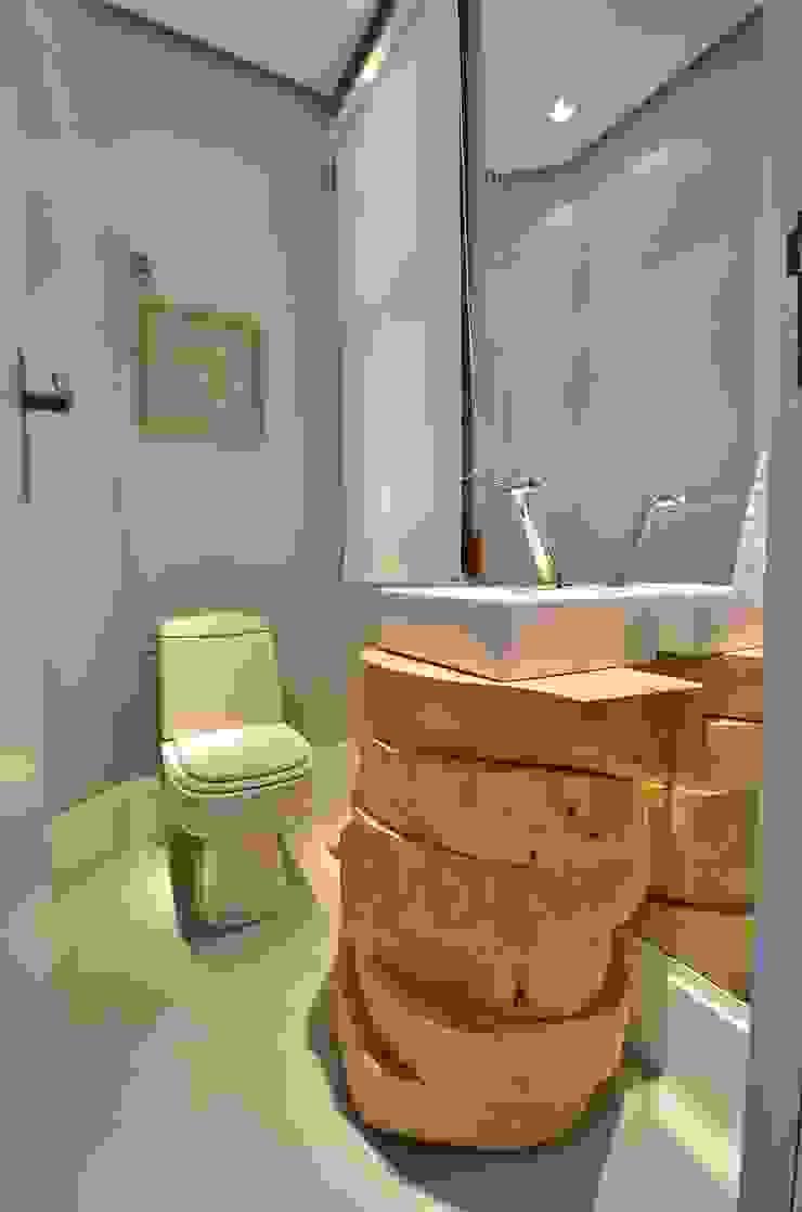 decoração despojada, acolhedora de linhas retas Banheiros modernos por karen feldman arquitetos associados Moderno Madeira Efeito de madeira
