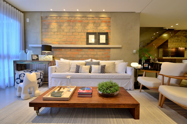 decoração despojada, acolhedora de linhas retas Salas de estar modernas por karen feldman arquitetos associados Moderno Tijolo
