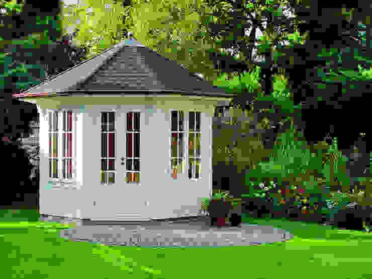 Classic style garden by Gartenhaus2000 GmbH Classic Wood Wood effect