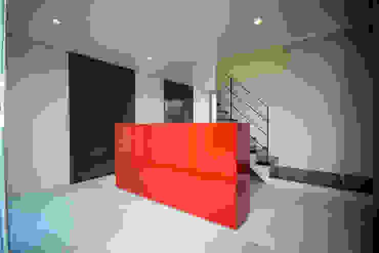 HUT+HOUSE オリジナルスタイルの 玄関&廊下&階段 の 株式会社CAPD オリジナル