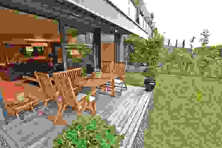 Balcones y terrazas de estilo moderno de Kerim Çarmıklı İç Mimarlık Moderno