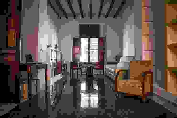 Salas de estar  por R22 ARQUITECTES. Pere Joan Pons