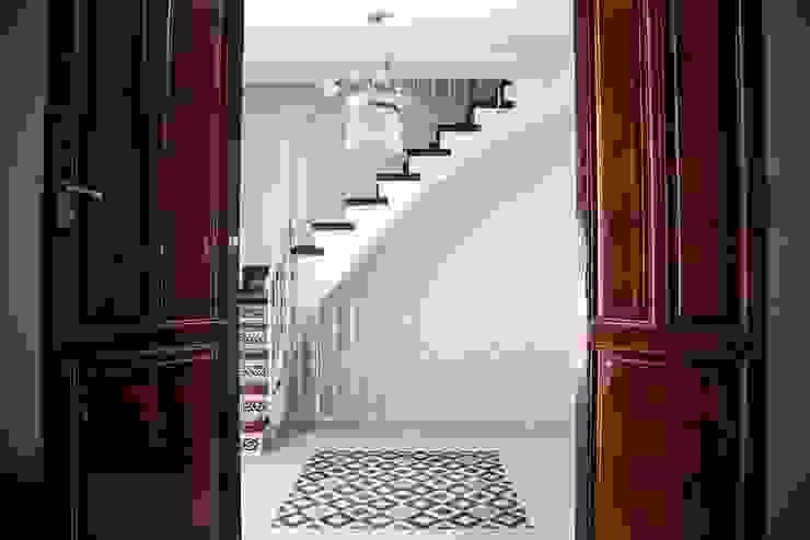 Corredores, halls e escadas clássicos por R22 ARQUITECTES. Pere Joan Pons Clássico