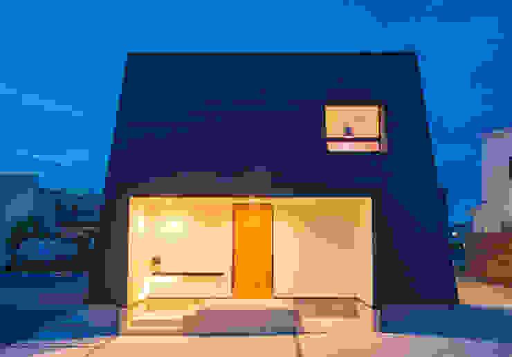 Modern home by ダトリエ一級建築士事務所 LLC Modern