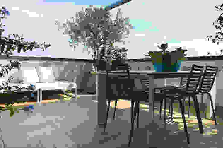 cristina mecatti interior design Modern balcony, veranda & terrace