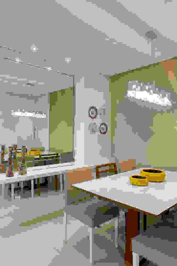 Sala Jantar Salas de jantar clássicas por Milla Holtz & Bruno Sgrillo Arquitetura Clássico