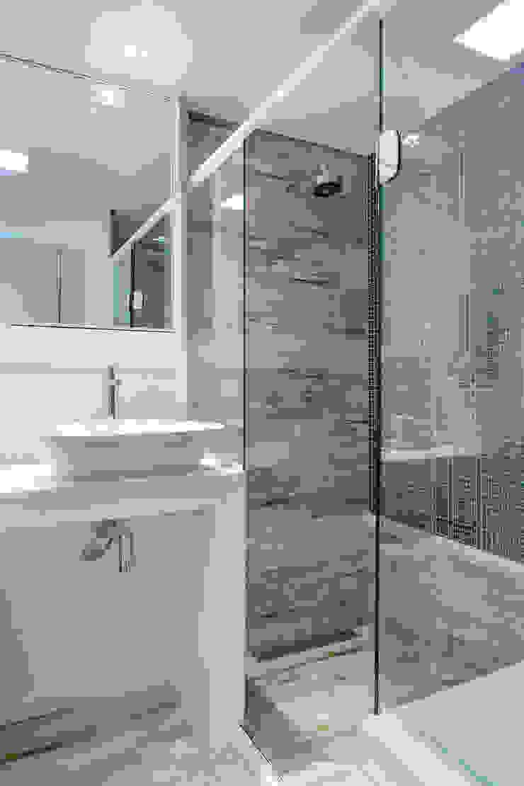 Banheiro Casal Banheiros clássicos por Milla Holtz & Bruno Sgrillo Arquitetura Clássico