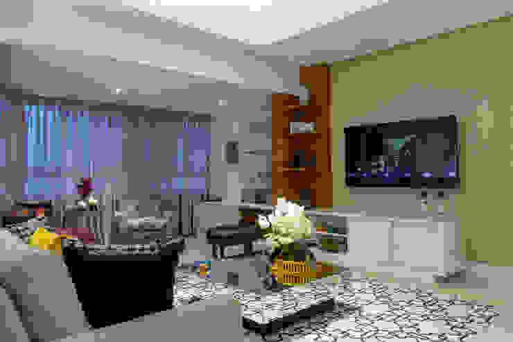 Sala Estar Salas de estar clássicas por Milla Holtz & Bruno Sgrillo Arquitetura Clássico