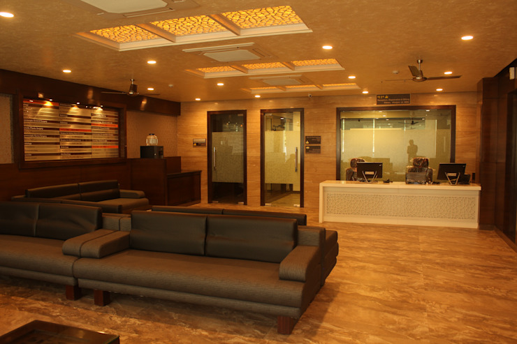 Institute of Urology Modern study/office by Design Square Modern