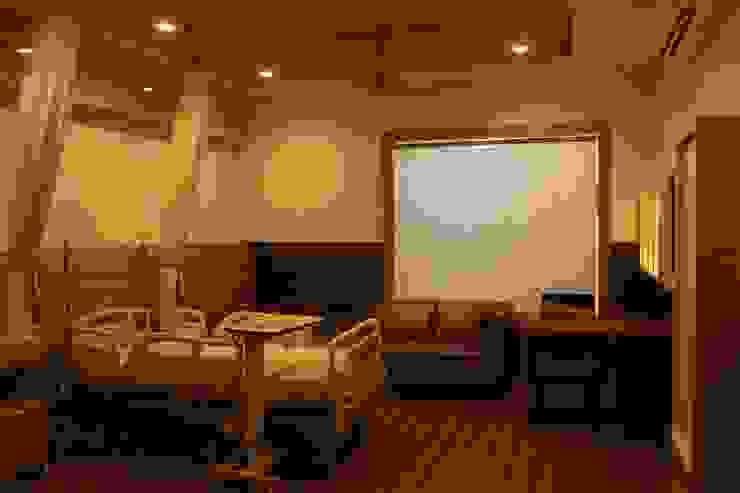 Institute of Urology Minimalist study/office by Design Square Minimalist