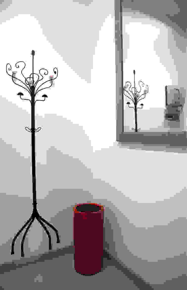 CASA PRIVATA 2012 – ROMA CASSIA Pareti & Pavimenti in stile moderno di Mostarda Design Moderno