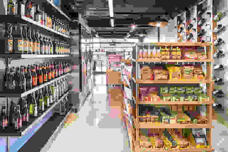 Tudo Bem Mercados Espaços comerciais modernos por BORA Arquitetos Associados Moderno