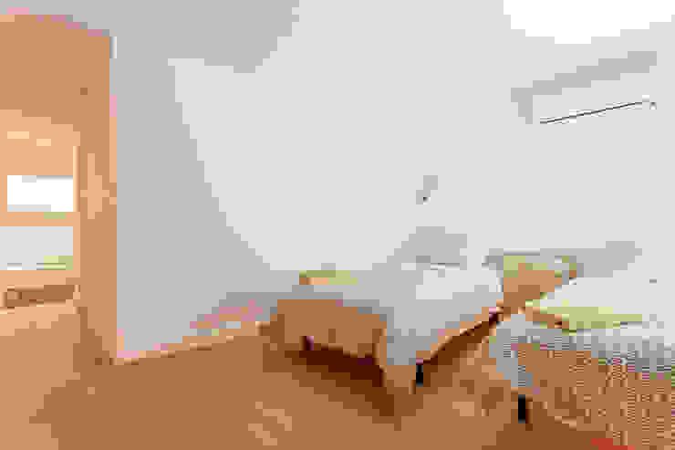 Apartamento dúplex Dormitorios de estilo moderno de Pablo Cousinou Moderno