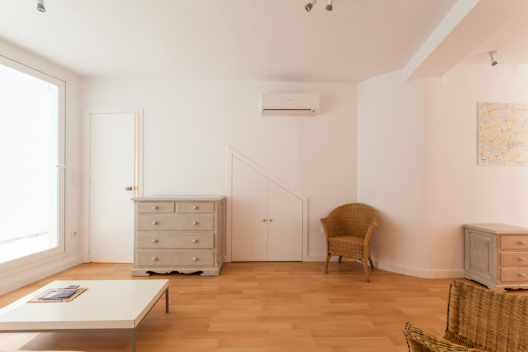 Apartamento dúplex Salones de estilo moderno de Pablo Cousinou Moderno