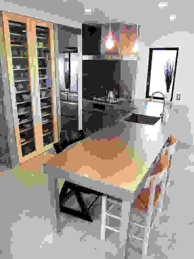リビング階段の家 オリジナルデザインの キッチン の Egawa Architectural Studio オリジナル
