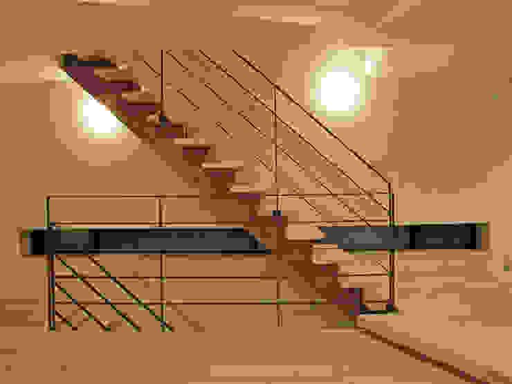 リビング階段の家 オリジナルスタイルの 玄関&廊下&階段 の Egawa Architectural Studio オリジナル