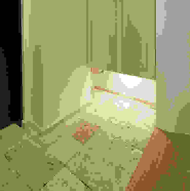 リビング階段の家 オリジナルな 壁&床 の Egawa Architectural Studio オリジナル