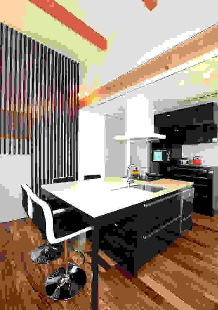 境内に建つ家 オリジナルデザインの キッチン の Egawa Architectural Studio オリジナル